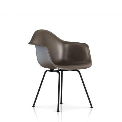 Eames 4腿底座模压玻璃纤维扶手椅