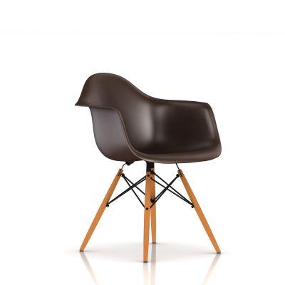 Eames 木质底座模压塑壳扶手椅