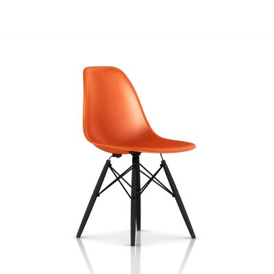 Eames 木质底座模压玻璃纤维单椅
